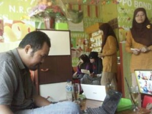 Pembicara Surabaya-Bu Karlin-SMS/WA 081217844806